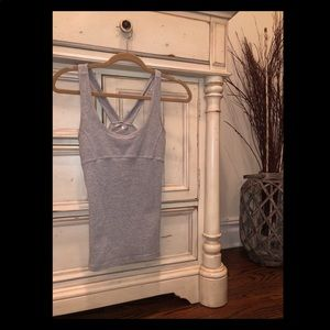 Grey gym tank made of nylon, polyester and spandex